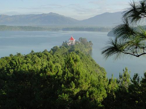 Biển hồ được mệnh danh là hồ không đáy tỉnh Gia Lai