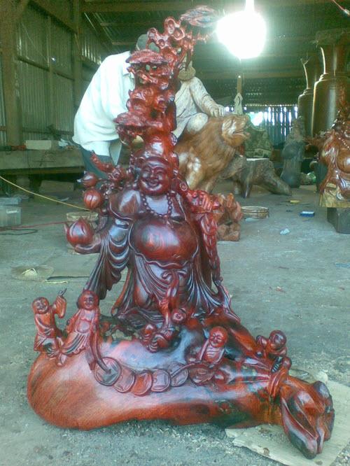 Một trong những tuyệt phẩm điêu khắc gỗ mà anh sở hữu được